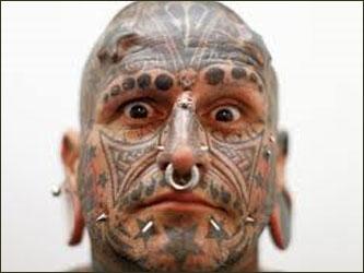 Люди в татуировках и пирсинге 61